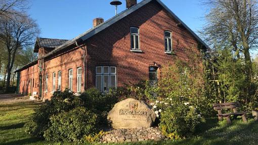 Holzacker Haus und Stein Flurbereinigung