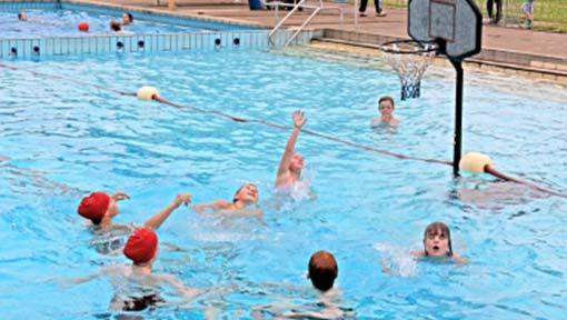 Schwimmbad Stadum Wasserball