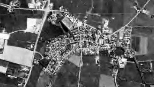 Alte sw-Luftaufnahme Stadum