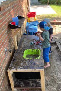 Matsch-Küche des Kindergartens